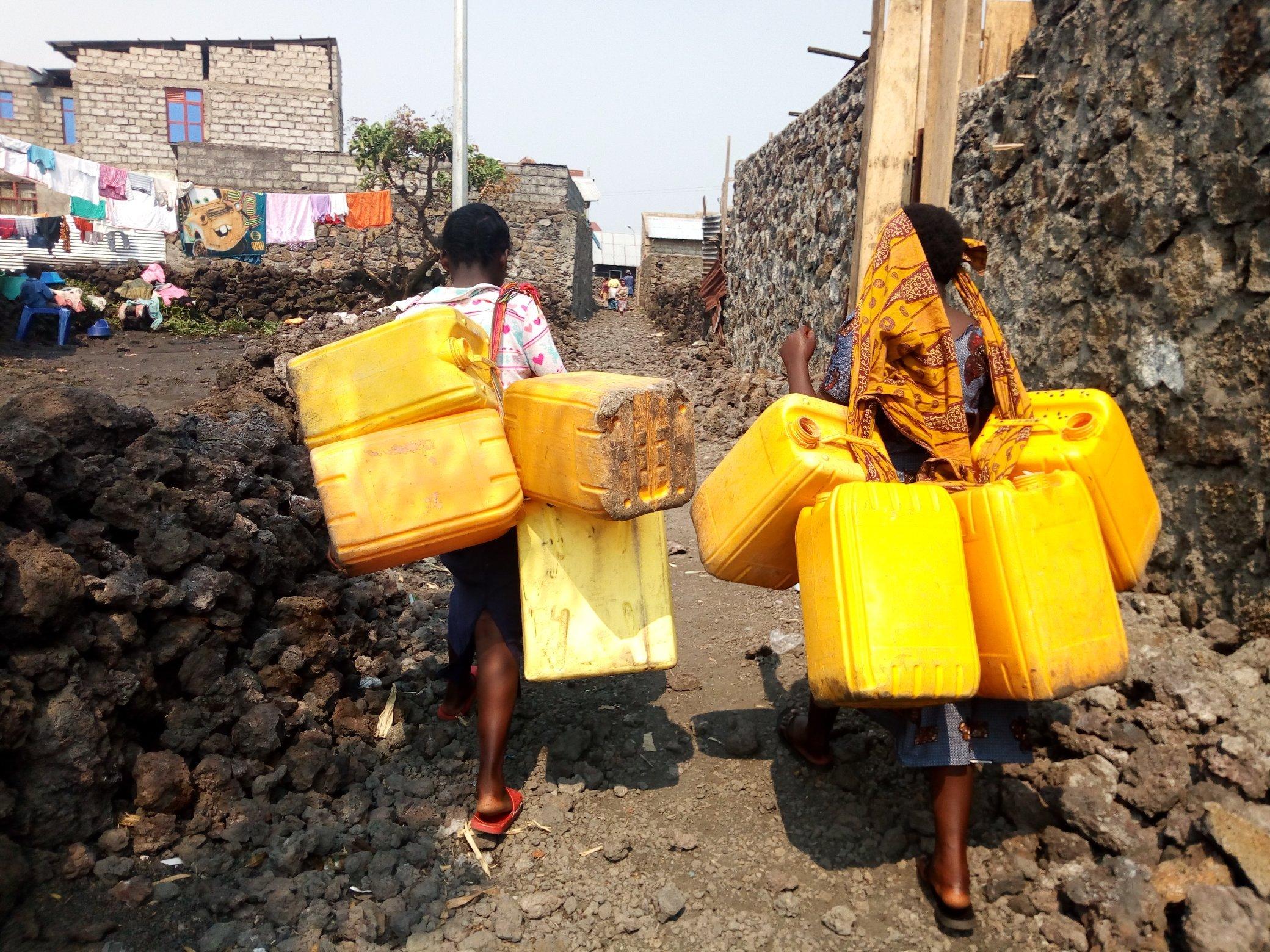 L'EAU TARI: Le commerce informel de la vente d'eau du Rwanda à Goma impactée par la covid19